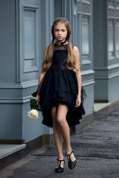 Aletta moda, vestidos para niña de fiesta y ceremonia. Espectaculares y elegantes vestidos acompañados de accesorios perfectos. Tienda online.