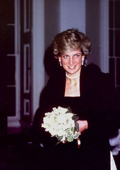 1987-05-14 Diana arrives at Osterley Park House for the British Paraplegic Sports Society Ball in aid of Britain's Wheelchair Olympics