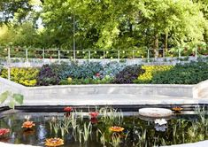 I found photos onlineof the Edible Garden at the Atlanta Botanical Garden. It's fascinating to mein many ways. For starters, it gorgeous...