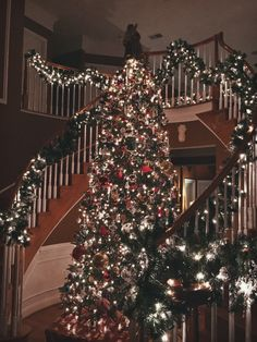 A list of Christmas decorating ideas: http://christmas-allyearround.tumblr.com/post/146920256657/christmas-bedroom-inspiration