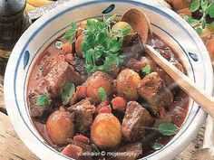 Praktická Kuchařka: Cibulkový guláš Stifado