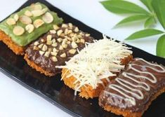 Nugget Pisang Hitz--- definitely not vegan, but they are so beautiful, I wonder if there is a way to Indonesian Desserts, Asian Desserts, Indonesian Food, Indonesian Recipes, Cookie Recipes, Snack Recipes, Dessert Recipes, Snacks, Masha Cake