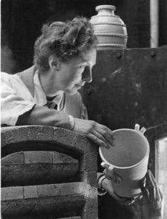 Robert Doisneau // La céramiste Marjolaine Lanel dans son atelier, c. 1945