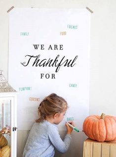 So sweet and simple: download this free printable for Thanksgiving and all your guests can fill out what they are thankful for