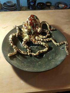 在黑暗的環境中  你只可信自己 能夠走出看見真相。 WWW.FACEBOOK.COM/QUABITAT #quabitat #jccac723 #joeyleung #fish #fishy #ceramics #pottery #clay #art #work #exhibition #hk #hongkong #藝術 #陶芸 #陶瓷 #陶器 #陶土 #陶 #瓷 #香港魚盤 #梁祖彝 #水墨画 #水墨 #octopus #八爪魚 #ceramicsoctopus