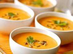 oignon, cube de bouillon, huile d'olive, curry, kiri, eau, carotte