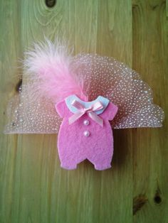 Baby Shower Crafts, Baby Crafts, Baby Shower Favors, Baby Shower Parties, Felt Crafts, Diy And Crafts, 1st Birthday Party Bags, Baby Candy, Chocolate Bouquet
