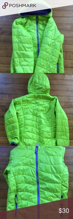 "L.L. Bean Kid's M 10-12 Puffer Jacket Primaloft L.L. Bean Kids' ""Puff-n-Stuff"" primaloft jacket. Size medium (10-12). Bright green. Purple inside. Hood. Two pockets. Reflector on back. Jacket is thin but warm. No major flaws; in good condition. Please view photos. L.L. Bean Jackets & Coats Puffers"
