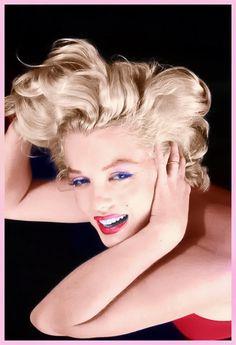 Marilyn Monroe In Photo By Milton Greene. Joe Dimaggio, Divas, Vintage Hollywood, Classic Hollywood, Glamour, Marilyn Monroe Fotos, Greta, Photo Portrait, Catherine Deneuve