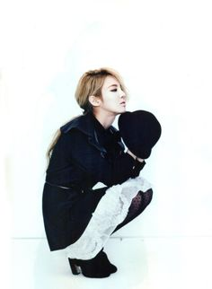 SNSD's Hyoyeon. Fantastic outfit! I love the black and white look.