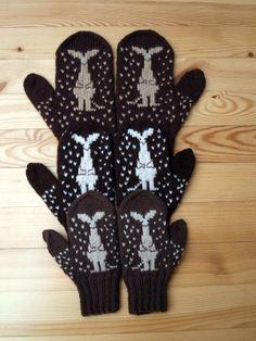 KARDEMUMMAN TALO: Samalla ohjeella eri kokoja Tove Jansson, Marimekko, Knitting Socks, Hand Warmers, Mittens, Knit Crochet, Gloves, Crafts, Colors
