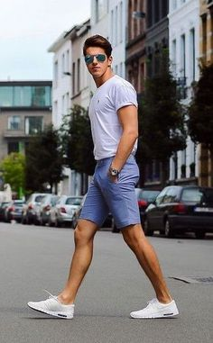 Simple and smart chino shorts outfit - thestylecity - men's fashion Cool Summer Outfits Men, Summer Shorts Outfits, Summer Men, Outfit Summer, Casual Shorts Outfit, Beach Outfits, Summer Ideas, Trendy Outfits, Herren Style