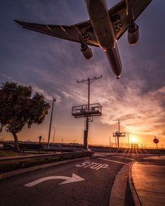 Airplane Photography, Night Photography, Creative Photography, Aesthetic Backgrounds, Aesthetic Wallpapers, Airplane Wallpaper, Pineapple Wallpaper, Aviation World, Artsy Photos