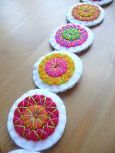 Colorful felt garland 14 circles made to order by HetBovenhuis Felt Wreath, Felt Garland, Light Garland, Felt Embroidery, Felt Birds, Heart Wall, Wool Applique, Felt Hearts, Star Patterns