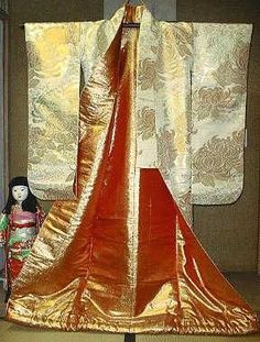 An example of this is seen on formal wedding kimonos, and the uchikake, a decorative kimono that goes over the actual kimono, where beautiful images of tsuru are often embroidered.