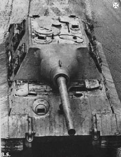 The detailed overhead view of a SdKfz 186 Jagdtiger Ausf B anti tank gun.