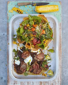 Jamie Oliver jerk pork, grilled corn & crunchy tortilla salad maybe try with dark chicken. Quick Recipes, Quick Meals, Pork Recipes, Mexican Food Recipes, Cooking Recipes, Healthy Recipes, Healthy Food, Jamie's 15 Minute Meals, 15 Min Meals