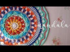 Mandala a crochet Crochet Paisley, Crochet Mandala Pattern, Love Crochet, Diy Crochet, Crochet Doilies, Crochet Stitches, Crochet Mandela, Knitting Patterns, Crochet Patterns