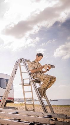 Descendants of the Sun-Korean Drama_Song Joong-ki_Subtitle-Indonesia Korean Drama Movies, Korean Actors, Korean Actresses, Song Joong Ki Dots, Descendants Of The Sun Wallpaper, Soon Joong Ki, Decendants Of The Sun, Sun Song, Oppa Gangnam Style