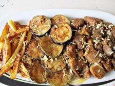 Χοιρινό κρασάτο με μελιτζάνες και πατάτες τηγανιτές