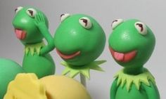 Kermit the Frog (Cake Pops)