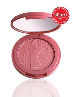 A long-wearing, supremely soft blush infused with Amazonian clay harvested from the banks of the Amazon River and naturally baked by the sun.