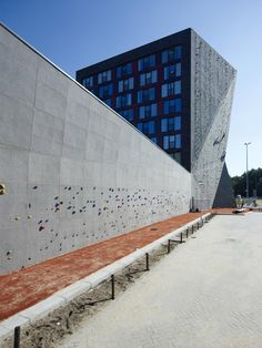 High rise with climbing wall 1 - ARONS & GELAUFF