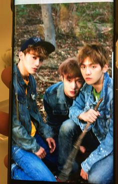 Unseen picture of #CHEN #LAY #BAEKHYUN for #Samsung S8, special for #EXO 5th anniversary