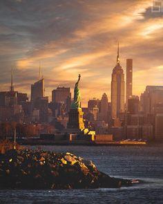 New York City skyline. Voyage Bali, New York Pictures, City Aesthetic, City Wallpaper, Dream City, City Photography, Empire State Building, New York City, New York Skyline