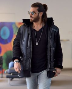 Erkenci Kus (2018) Turkish Men, Turkish Actors, Beautiful Men Faces, Boy Photography Poses, Casual Outfits, Fasion, Beautiful Outfits, Sexy Men, Street Style