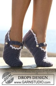 "DROPS crochet slippers in double thread ""Alpaca"". ~ DROPS Design 18 tr x 8 rows with 2 threads Alpaca = 10 x 10 cm. Crochet Boots, Knit Or Crochet, Crochet Crafts, Crochet Clothes, Drops Design, Crochet Slipper Pattern, Crochet Patterns, Crochet Stitches, Magazine Drops"