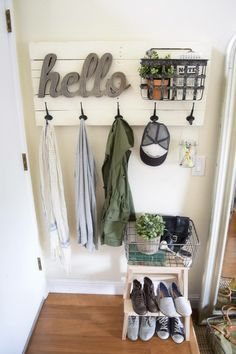 Beautiful & Functional Small Entryway Ideas Entryway and Hallway Decorating Idea. Beautiful & Functional Small Entryway Ideas Entryway and Hallway Decorating Ideas Beautiful Entrywa Apartment Entryway, Entryway Decor, Entryway Ideas, Apartment Ideas, Hallway Ideas, Entryway Furniture, Pipe Furniture, Upcycled Furniture, Furniture Ideas