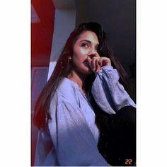 Teen Photography Poses, Self Portrait Photography, Girl Photography Poses, Cute Girl Photo, Girl Photo Poses, Girl Pictures, Girl Photos, Cute Selfies Poses, Stylish Photo Pose