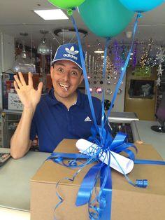 Que satisfacción ver la alegría de nuestros clientes!!! Emocionados de recibir un regalo sorpresa de Un Dulce Despertar Sabana.