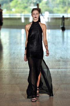 All the runway looks from Lisa Ho: Sydney Australian Fashion Shows Spring/Summer Patrick Demarchelier, Helena Christensen, Lisa Ho, Elegant Dresses, Formal Dresses, Vogue Australia, Australian Fashion, Funny Design, Beautiful Gowns