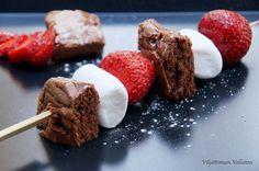 Viljattoman Vallaton: Suklaakakkua, mansikoita ja vaahtokarkkeja vartaassa