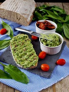 Candida Diet, Tzatziki, Diet Tips, Avocado Toast, Guacamole, Food And Drink, Low Carb, Pesto, Breakfast