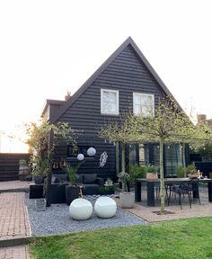 Exterior Paint Colors For House, Outdoor Flowers, Balcony Garden, Garden Styles, Garden Planning, Outdoor Gardens, Garden Inspiration, Outdoor Living, Garden Design