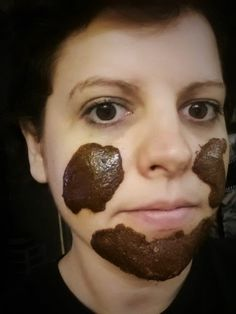 Natural face mask to almost INSTANTLY get rid of acne and scars : This homemade facial mask is rather straight forward and easy to assemble: 1 tsp nutmeg = Anti-inflammatory properties, and said to virtually erase acne scars. 1 tsp cinnamon = Used for ages as a natural antiseptic, astringent, anti-fungal, and anti-viral aid. It […]