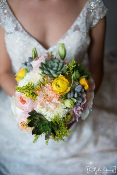 Amazing bridal bouquet by The Amber Rose Flora and Gifts, Inc. #rhodeislandwedding