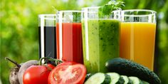 How to make detox smoothies. Do detox smoothies help lose weight? Learn which ingredients help you detox and lose weight without starving yourself. Smoothie Vert, Juice Smoothie, Smoothie Recipes, Juice Recipes, Drink Recipes, Dietas Detox, Detox Foods, Detox Drinks, Sports Nutrition