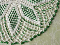 White crochet lace doily / center piece with green glass beads via Etsy Crochet Dollies, Crochet Art, Crochet Home, Crochet Crafts, Crochet Projects, Seed Bead Patterns, Doily Patterns, Beading Patterns, Rugs