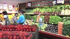 Masa depan berbelanja kebutuhan dapur mungkin segera berubah dengan finalisasi pembelian jaringan supermarket organik oleh raksasa ritel online Amazon. Analis melihat banyak keuntungan bagi konsumen, sementara pemain lama industri supermarket khawatir terjadi guncangan harga makanan.  Simak #LiputanEKonomiVOA bersama Nova Poerwadi.  DiYouTube: https://youtu.be/ovH40xa9piM