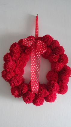 Christmas pompom wreath in beautiful red colour : diameter 15 inches