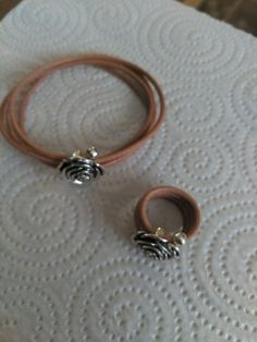 Conjunto de pulsera y anillo rosa