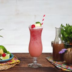 Celebrate Spring with this classy lavendar orange blossom mimosa, made with Strongbow cider. It's the perfect brunch pairing sure to impess. Cocktail Videos, Cocktail Recipes, Fruit Drinks, Party Drinks, Tastemade Recipes, Non Alcoholic, Alcoholic Beverages, Spring Cocktails, Summer Dishes