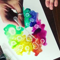 Unique watercolor techniques Combine simple household materials with watercolor paints for unique textures and patterns Watercolor Art Face, Watercolor Art Landscape, Watercolor Art Lessons, Watercolor Video, Watercolor Art Paintings, Watercolor Techniques, Art Techniques, Simple Watercolor, Liquid Watercolor