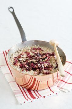 Porta in tavola un delizioso risotto alla trevisana grazie alla semplice ricetta proposta da Sale&Pepe. Impara la ricetta e scopri gli ingredienti!