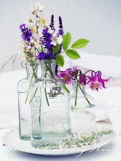 Love small vases with flowers.