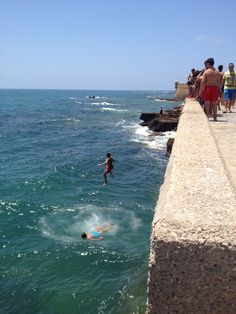 Saltos al mar de Cádiz